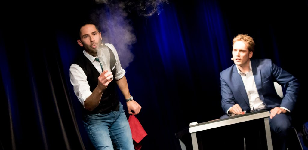 21.11.2016, Schubert Theater, Wien, AUT, Zaubershow, Die Ehrlichen Betrüger - Catch Us If You Can, im Bild Philipp Tawfik, Paul Sommersguter // during the magic show
